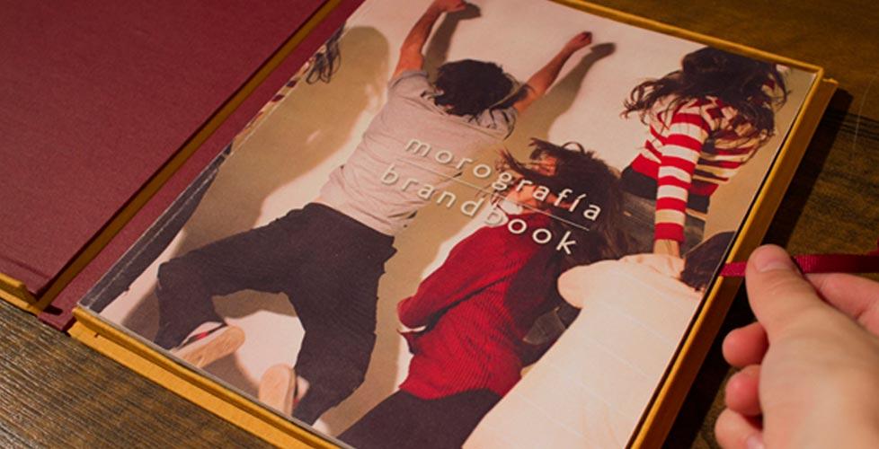 Caja-libro-artesanal-brandbook