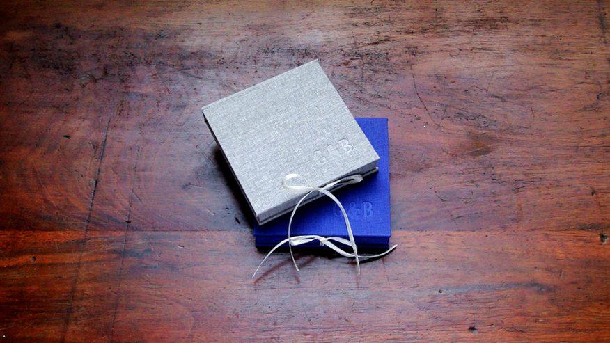 01-caja-fotos-estuche-tela-bajo-relieve