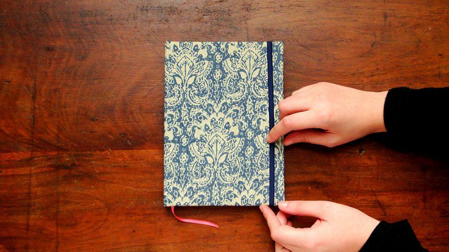 01-cuaderno-tela-estampa-elastico