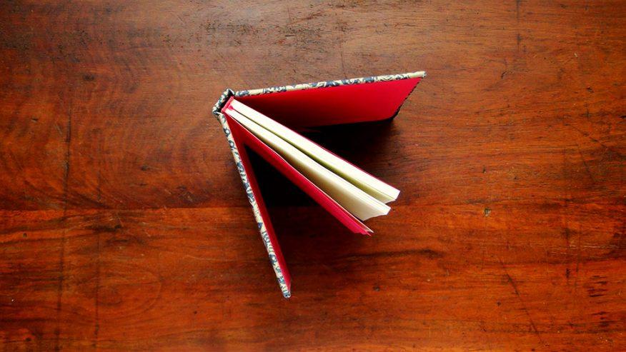05-cuaderno-tapa-guarda-cinta-capitel-estampa
